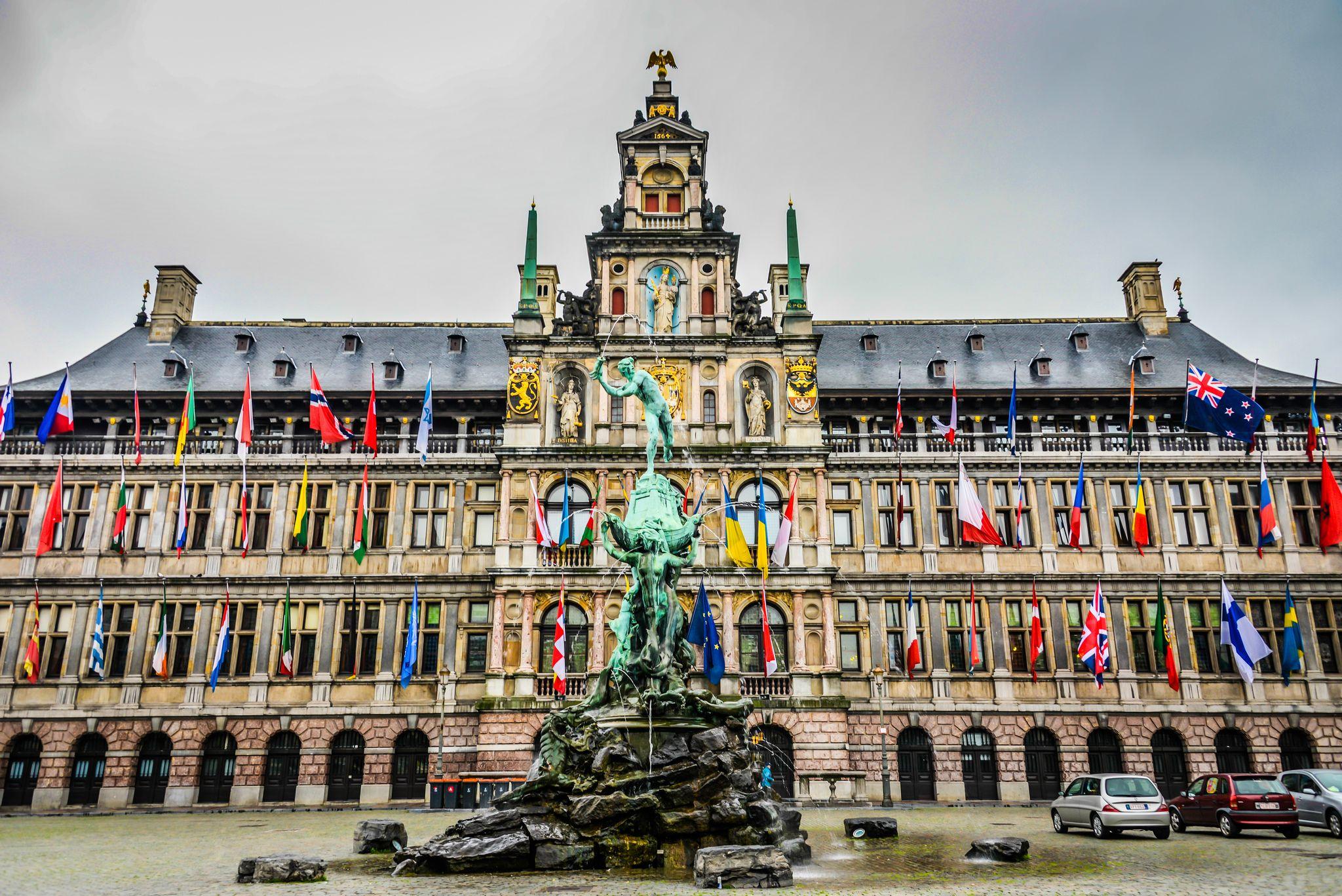 Stadhuis-atau-Town-Hall